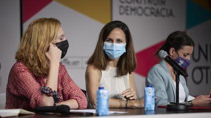 Desde la izquierda, la secretaria de Organización de Podemos, Lilith Verstrynge; la secretaria general del partido y ministra de Derechos Sociales y Agenda 2030, Ione Belarra; y la ministra de Igualdad, Irene Montero, en un acto celebrado este octubre.
