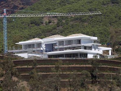 Construcción de nuevas viviendas en La Zagaleta, en Benahavís (Málaga).