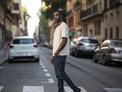 El actor Boré Buika, el viernes en una calle de Madrid.