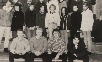 Una foto del anuario de 1996 de Tobias Rathjen, abajo a la derecha.