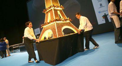 Una Torre Eiffel realizada con 'macarons' en San Sebastián Gastronomika
