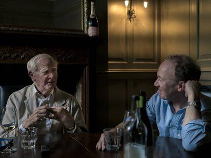 A la izquierda John le Carré junto a Ben Macintyre durante su almuerzo en Bristol.