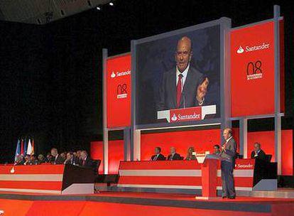 Emilio Botín, ante la junta de accionistas del Santander.