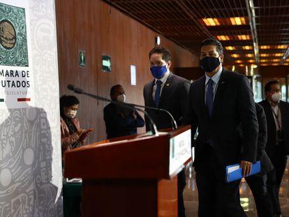 El gobernador del estado de Tamaulipas, Francisco García Cabeza de Vaca, a la derecha, en el Congreso de Diputados a finales de febrero.