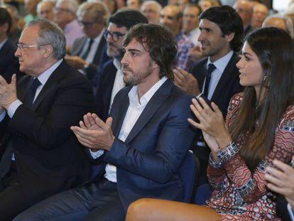 Fernando Alonso,acompañado de su pareja, Linda Morselli.