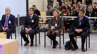 Trapero (derecha) y los otros acusados, el 8 de junio durante el primer día del juicio.