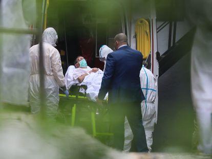 Llegada de pacientes al Gran Hotel Colón de Madrid.