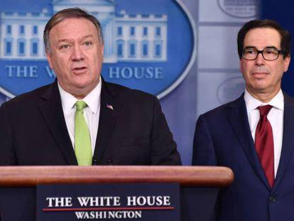 Mike Pompeo, a la izquierda, y Steven Mnuchin, en la rueda de prensa, este viernes en la Casa Blanca. En vídeo, declaraciones de Pompeo y Mnuchin.