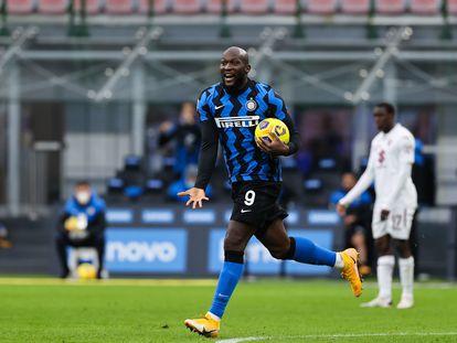 Romelu Lukaku celebra uno de sus goles al Torino el domingo.