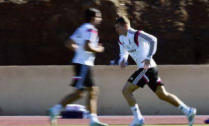 Toni Kroos se ejercita en Marrakech, donde el Madrid juega el Mundial de clubes.