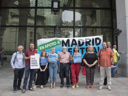 La plataforma en Defensa de Madrid Central frente al Ayuntamiento de Madrid.