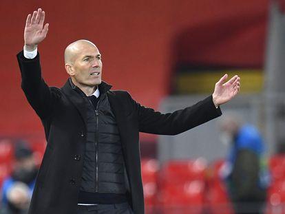 Zinedine Zidane, durante la vuelta de cuartos de final de la Champions en Anfield.