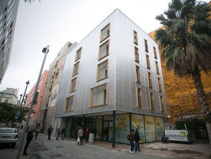 Edificio de viviendas de protección oficial del Ayuntamiento de Barcelona, en una imagen de 2019.