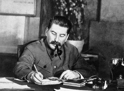 Stalin en su oficina, en una foto sin fechar.