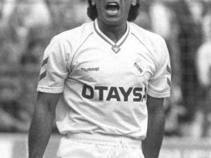 Hugo Sánchez celebrando un gol con el Madrid, en el 90.