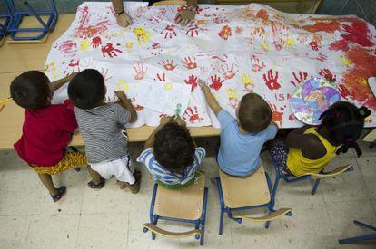 El rendimiento escolar de los menores con menos recursos es peor.