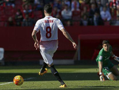 Iborra hace a placer el segundo gol del Sevilla.