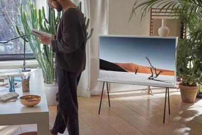 The Serif es la Smart TV de Samsung diseñada por los hermanos Ronan y Erwan Bouroullec.
