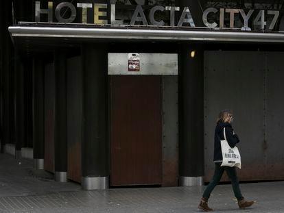 El hotel Acta City de Barcelona, cerrado desde marzo y en venta.