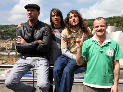 El grupo Red Hot Chili Peppers en el Hotel Dómine de Bilbao, en 2019.