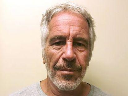 El magnate, imputado por explotación sexual de menores, murió el sábado en un aparente suicidio en su celda. El resultado es compatible con el ahorcamiento y el estrangulamiento