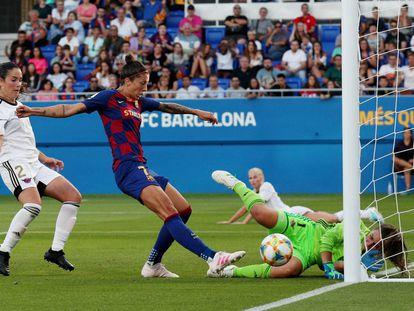 Jenifer Hermoso marca un gol contra el Tacón en un partido de esta temporada.