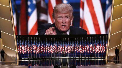 El candidato republicano a la presidencia acepta la nominación republicana.
