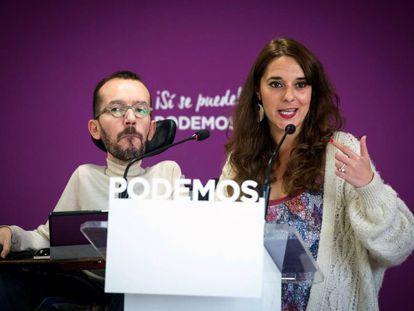 La portavoz del Consejo de Coordinación del partido, Noelia Vera, y el secretario de Organización de Podemos, Pablo Echenique.