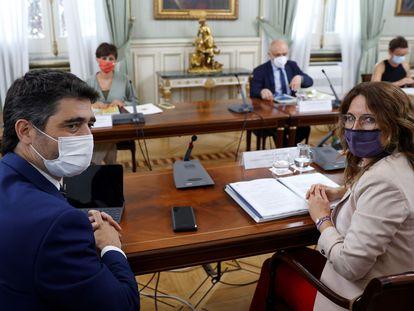 Jordi Puigneró Y Laura Vilagrà en una reunión de la Comisión Bilateral Estado-Generalitat entre los gobiernos central y catalán.