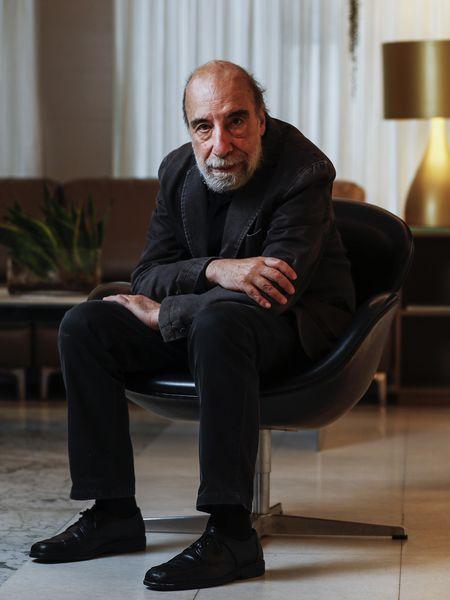 El poeta chileno Raúl Zurita, en el hotel preciados de Madrid