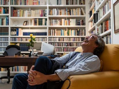 Gonzalo García Barcha, hijo de Gabriel García Márquez, en la biblioteca de su padre en Ciudad de México.