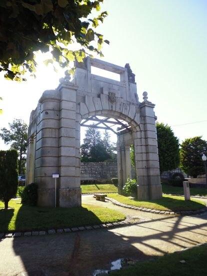 El templete original instalado en el Campo da Feira de O Porriño (Pontevedra), localidad natal de Antonio Palacios.