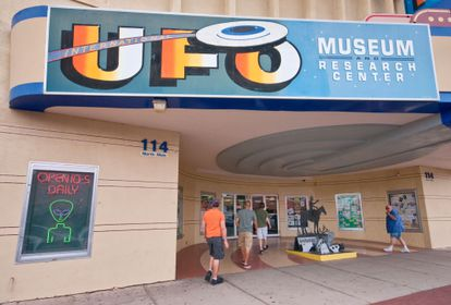 Fachada del International UFO Museum and Research Center en Roswell.