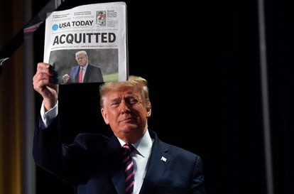 Exultant President Donald Trump celebrates his acquittal after the impeachment process.  In Washington, February 6, 2020.