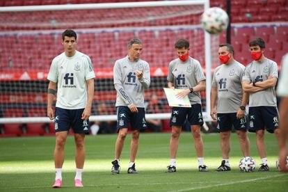 De izquierda a derecha, Morata, Luis Enrique, Jesús Casas, Joaquín Valdés y Aitor Unzue, durante un entrenamiento de la selección española con vistas a la Eurocopa.