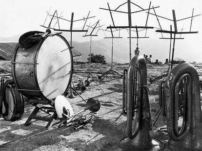 Instrumentos musicales, Tlahuitoltepec, Oaxaca (1955).Fotografía de Juan Rulfo.