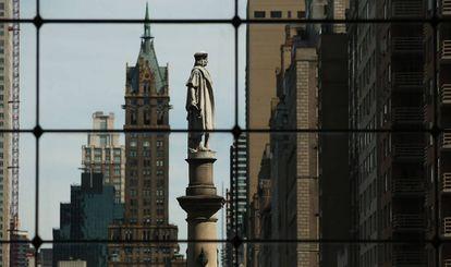 La estatua de Colón de Nueva York, situada en una concurrida esquina de Central Park.
