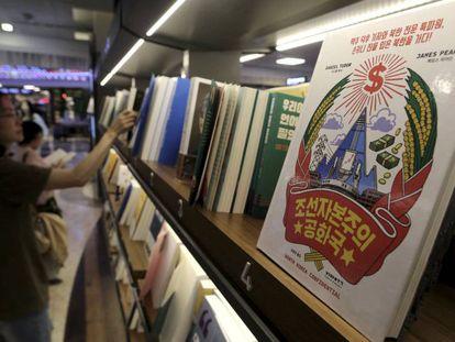 El libro 'La República capitalista de Corea' en una librería de Seúl.