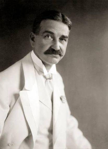 El escritor (y escaparatista) L. Frank Baum, fotografiado en 1908.