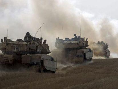 Tanques israelíes salen de Gaza este martes.