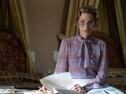 Cate Blanchett, como Phyllis Schlafly en una imagen de la serie 'Mrs. America'.