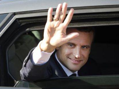 El nuevo jefe de Estado refuerza en sus primeros pasos el aura monárquica de la República francesa