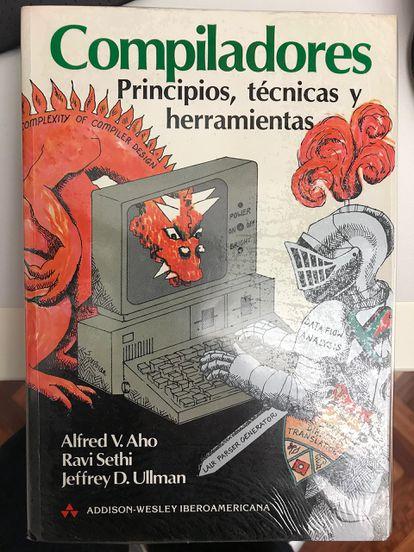 Imagen del manual de Compiladores, conocido popularmente como 'El libro del dragón', escrito por los profesores Alfred V. Aho, Ravi Sethi y Jeffrey D. Ullman.