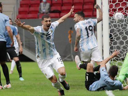 Guido Rodríguez celebra su gol con Argentina.