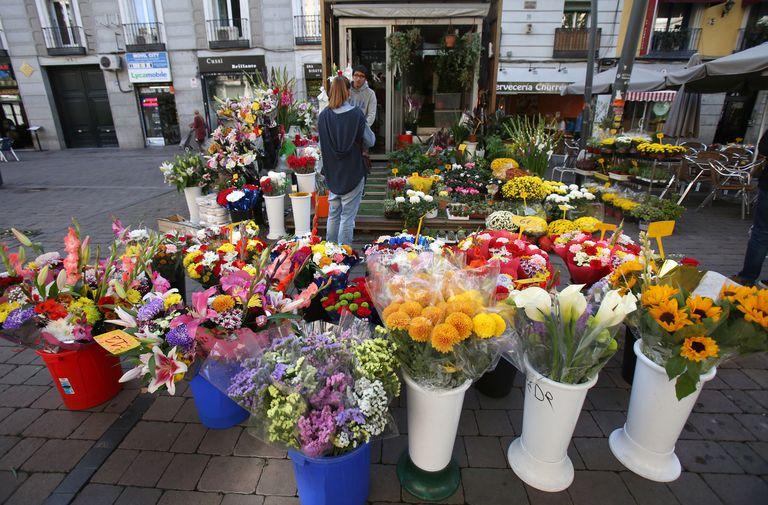 Puesto de flores en Madrid antes de la crisis del coronavirus.