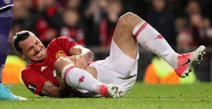 Ibrahimovic tras sufrir la lesión.