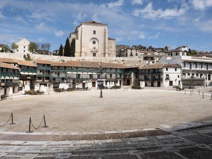 La Plaza Mayor de Chinchón, lugar donde se representan algunas de las escenas de La Pasión, vacía, este miércoles.