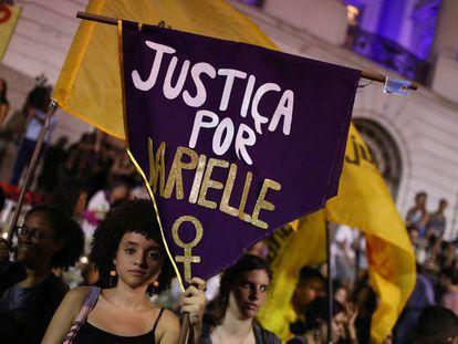 Ciudadanas brasileñas protestan por el asesinato sin resolver de Marielle Franco, el 2 de noviembre de 2019 en Río de Janeiro.