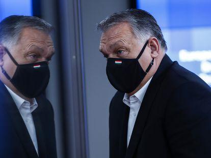 El primer ministro húngaro, Viktor Orbán, durante la cumbre europea del pasado viernes en Bruselas en la que el líder de Fidesz decidió levantar el veto a los presupuestos europeos.