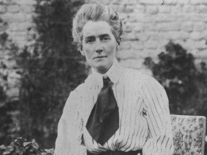 Edith Cavell (1865 - 1915) enfermera británica condenada a muerte y ejecutada por un pelotón de fusilamiento alemán.